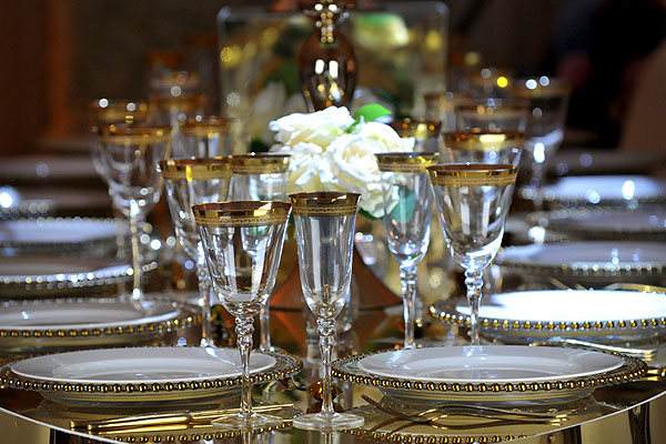 Luxury gold tableware helps to define your event